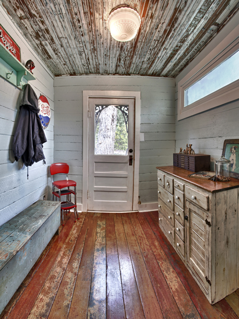 Living Vintage Pano Of The Mudroom